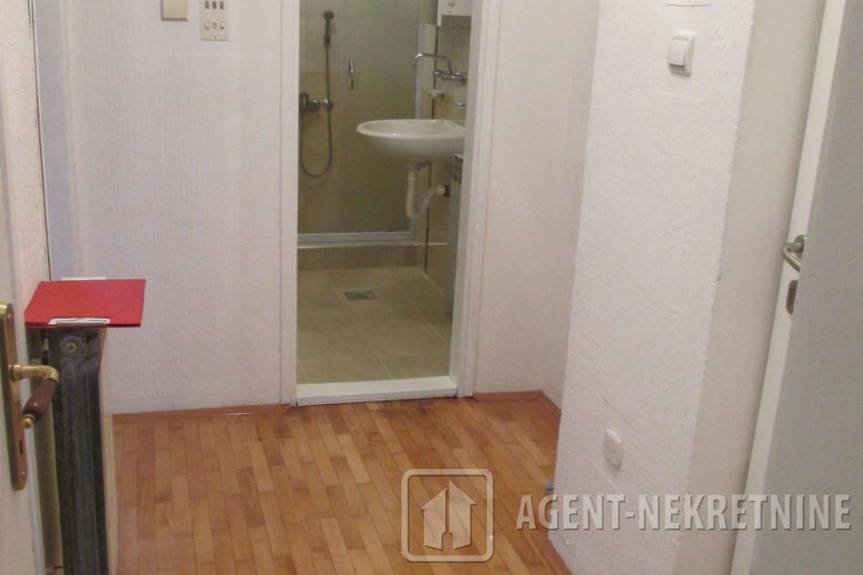 j, 1 kupatilo, 29500 evra, Jednosoban, 530