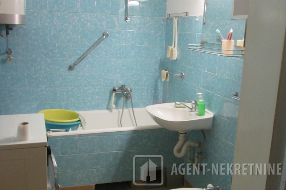 Jagodina, 1 kupatilo, 41000 evra, Trosoban, 535