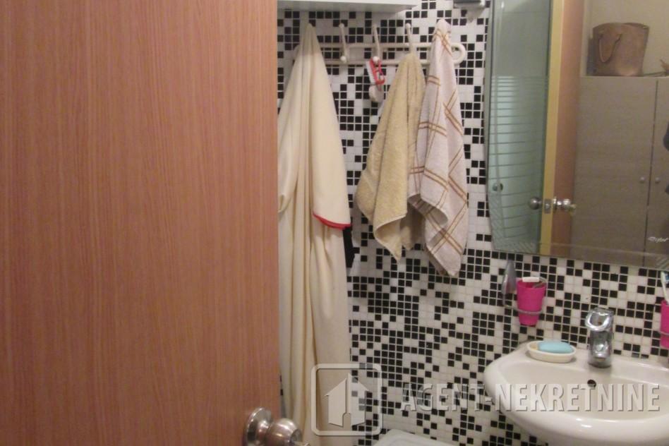 j, 1 kupatilo, 21500 evra, Garsonjera, 572