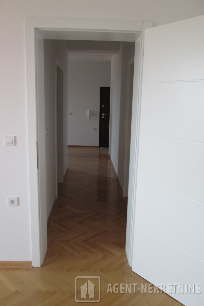 Jagodina, 1 kupatilo, 54000 evra, Trosoban, 629