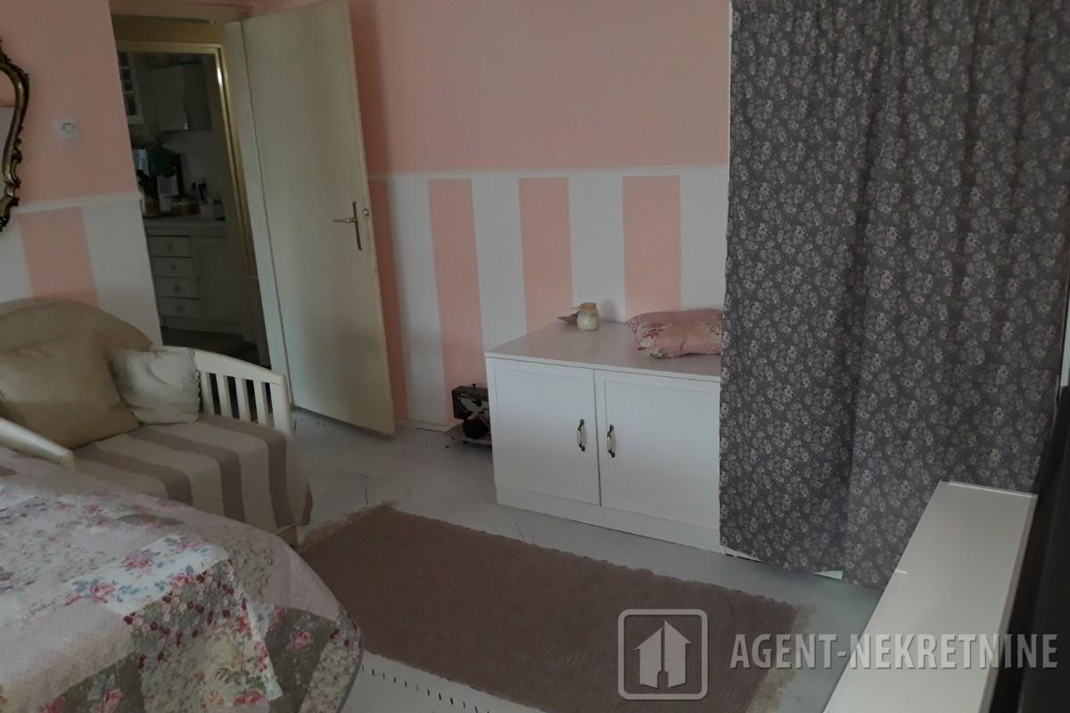 Jagodina, 1 kupatilo, 45000 evra, Trosoban, 672