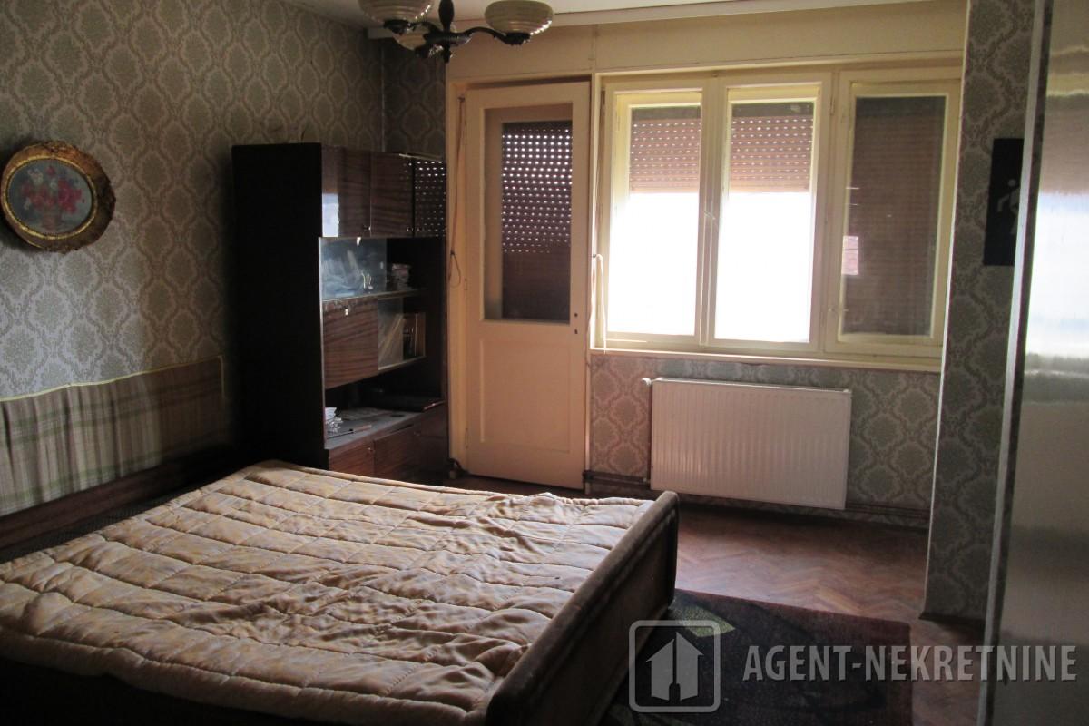 Jagodina, 2 kupatila, 45000 evra, Četvorosoban, 706