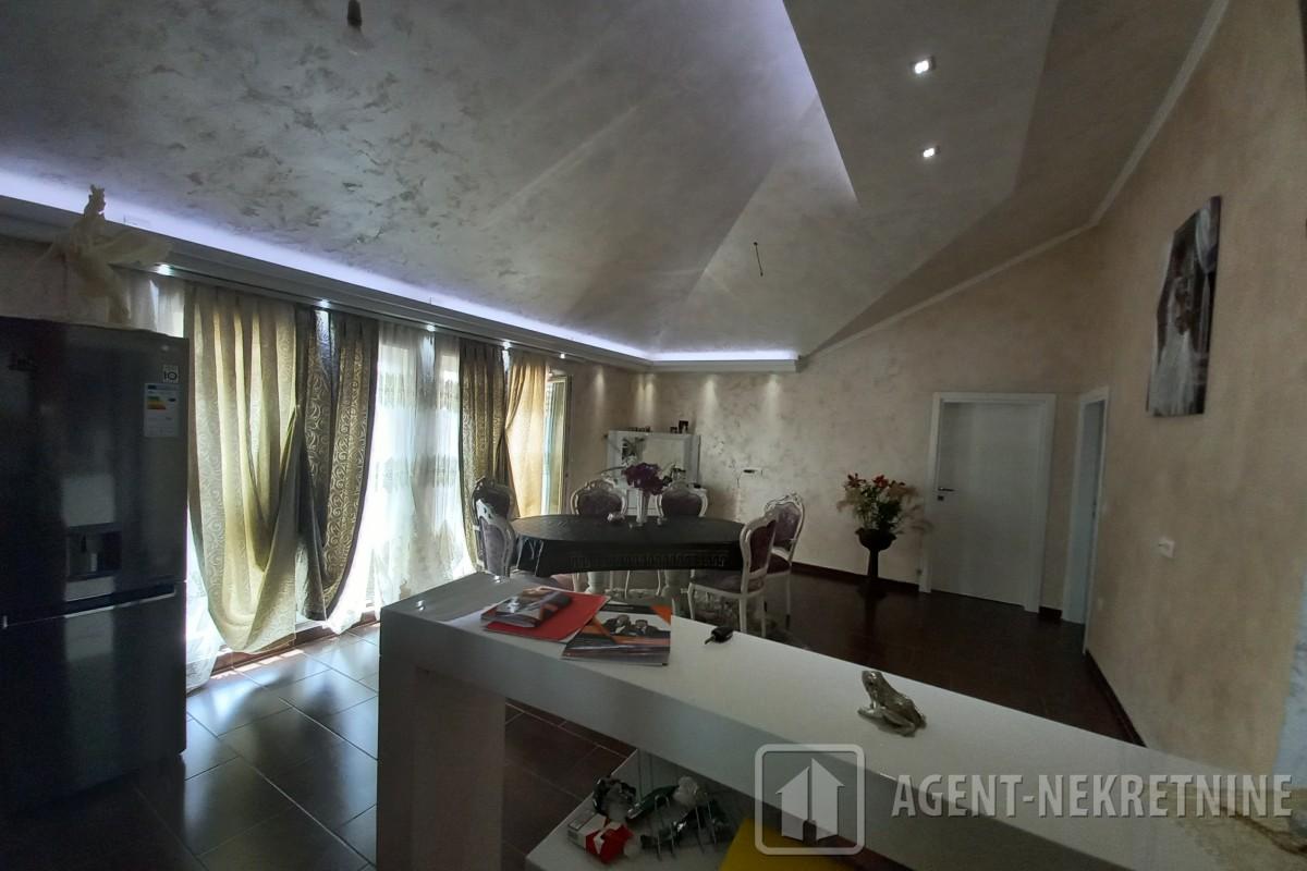 Jagodina, 2 kupatila, 120000 evra, Četvorosoban, 707